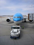 KLM 777 pushback