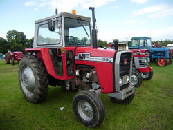 MF 590 at Driffield-P8100536