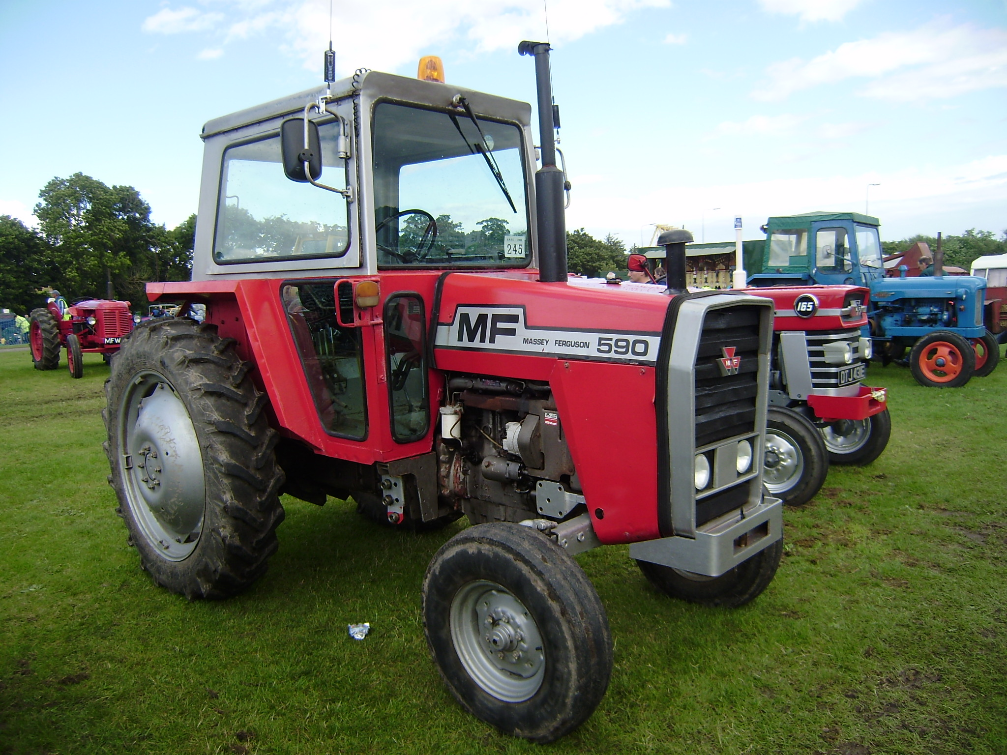 massey ferguson 590 tractor construction plant wiki fandom rh tractors wikia com massey ferguson 590 service manual Massey Ferguson Operators Manual
