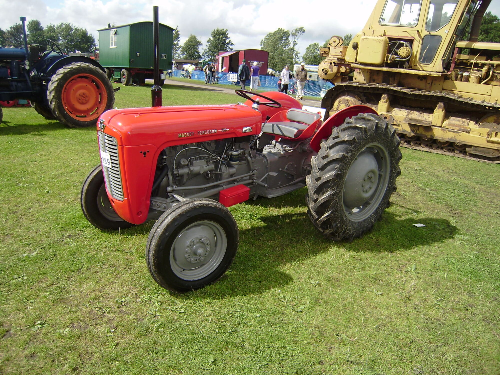 Massey Ferguson products by series | Tractor & Construction