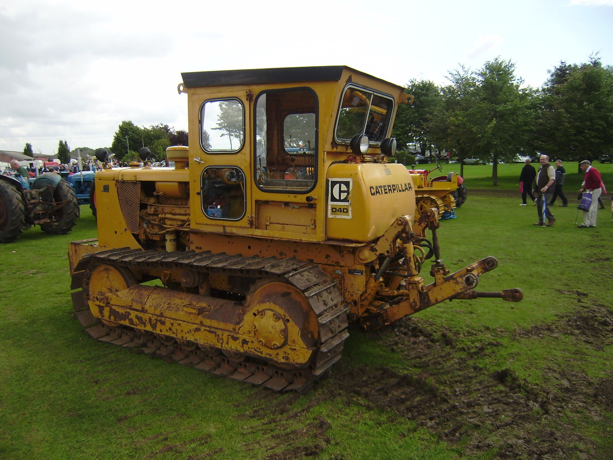 Caterpillar D4 | Tractor & Construction Plant Wiki | FANDOM