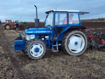 Ford 4610 4wd A130 TSR and Kverneland plough