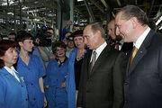 Putin with Avtovaz employees in 2007