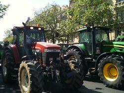 Manifestation des agriculteurs en tracteur dans Paris 5