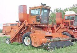 Cockshutt 5542 combine - 1973