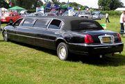 Limousine.lincoln.black.arp.750pix