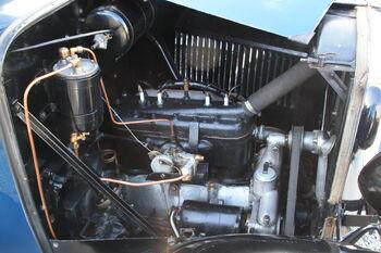 Austin taxi - bXK 124 Engine - at NCMM 09 - IMG 5284