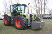 Claas xerion with weight box at LAMMA 2011 - IMG 6064