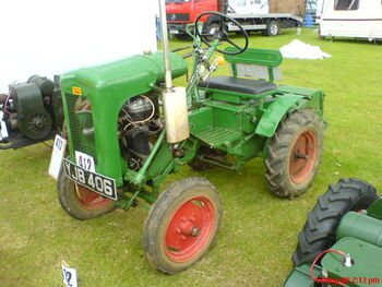 Trusty tractor YJB 406 at Lincoln 08 - DSC00022