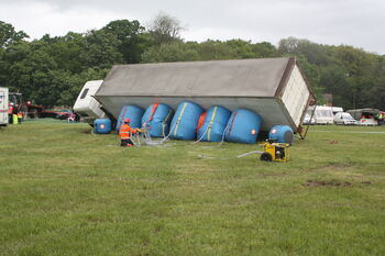 Recovery by airbag of trailer demo at Belvoir 09 -IMG 9152