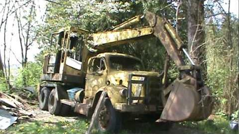 Hopto 300 excavator