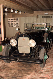 DuPont Motorcar 01