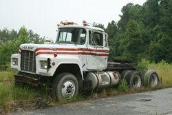 2009-07-05 Deteriorating Mack truck