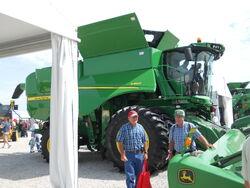 JD S680 combine - 2011