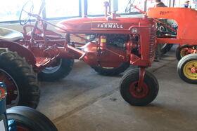 Farmall BN tricycle-lamma-IMG 4511