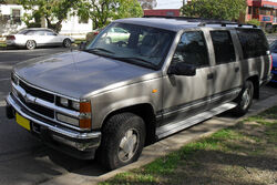 1999 Holden Suburban K8 1500 LS (Front side view)