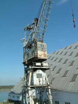 Dockyard luffing crane at Chatham - DSCF0062