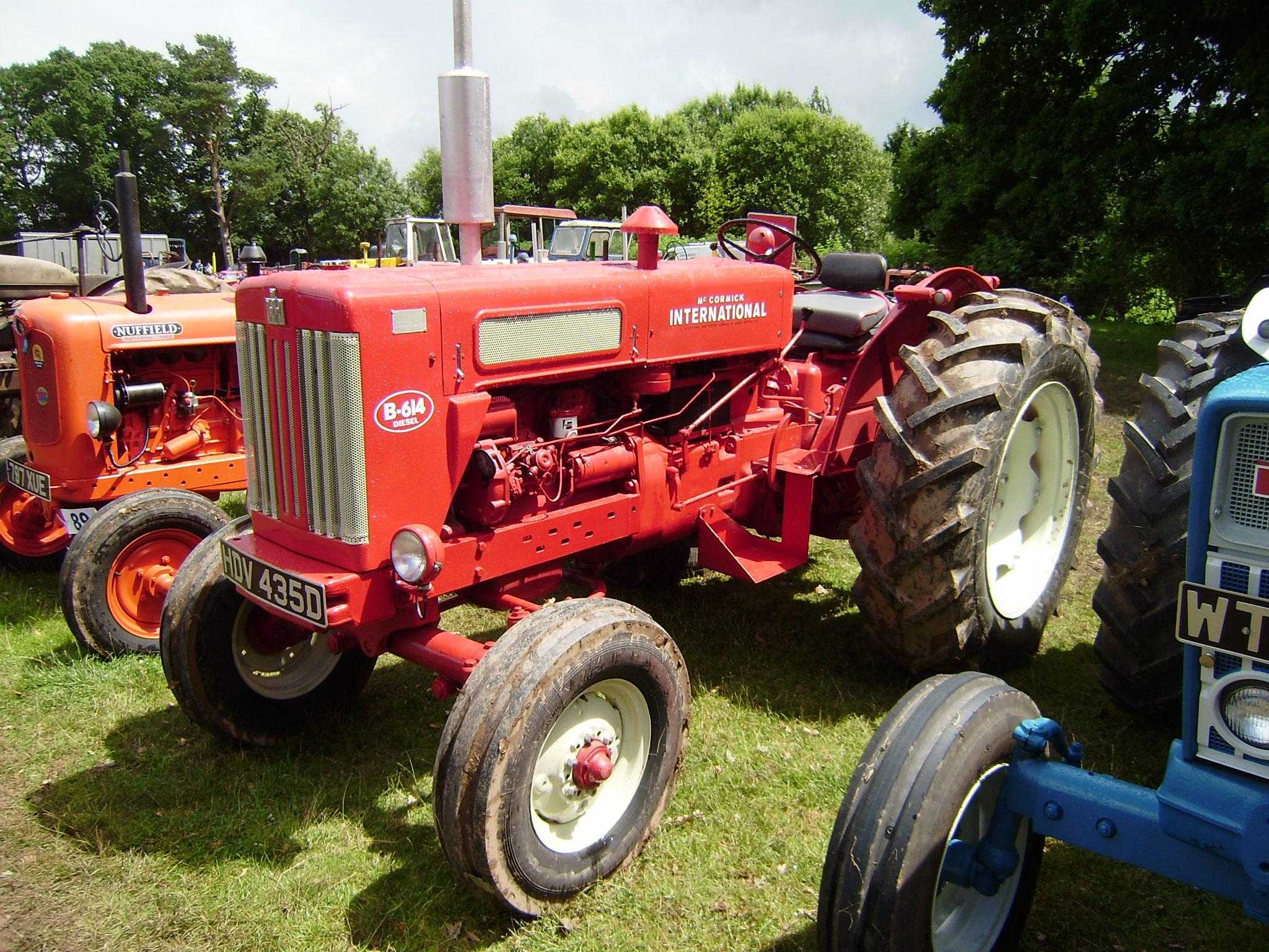 IHC Mc Cormick Farmall W9 Tractor Decal Set