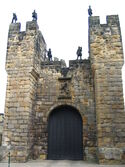 Alnwick Castle a frontal door