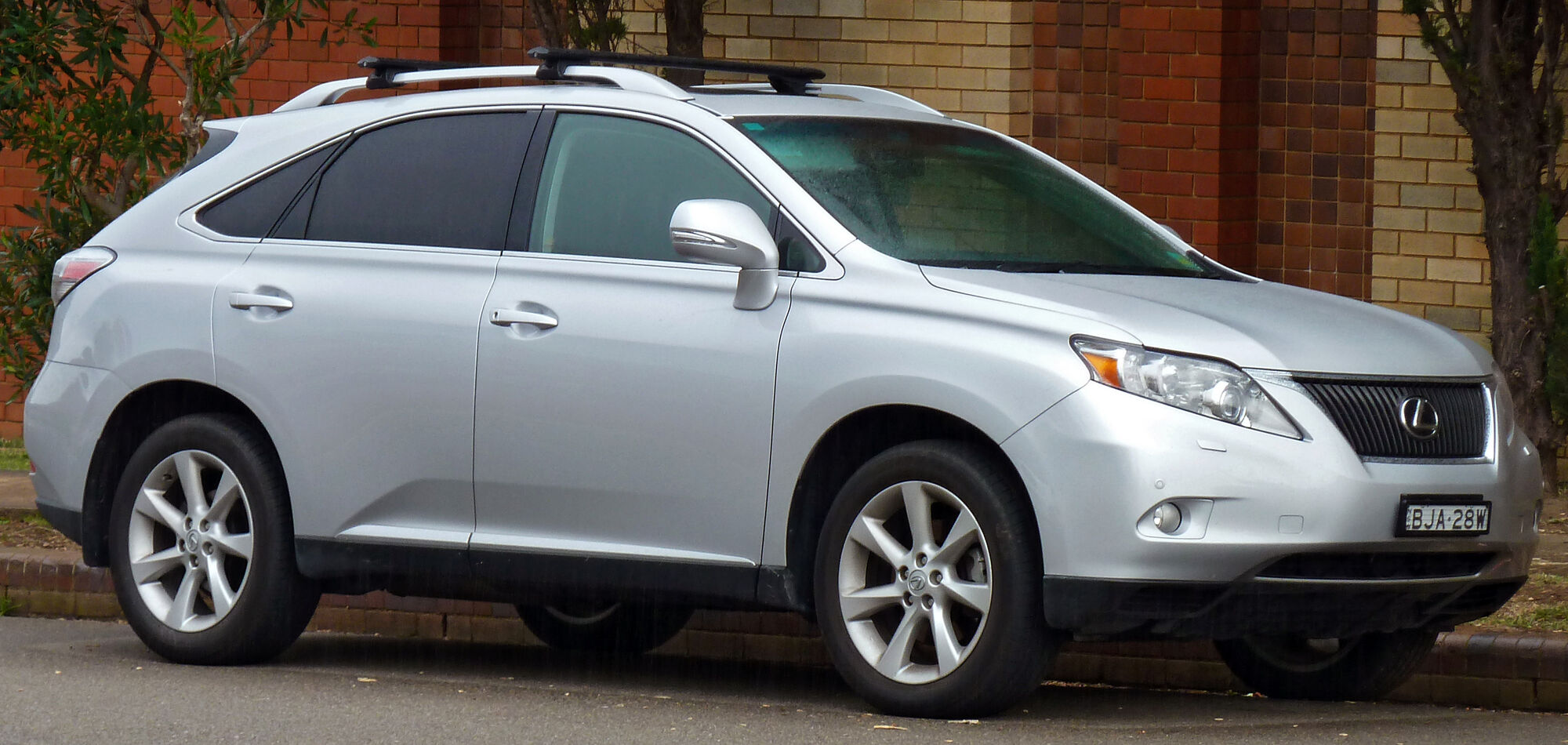 https://vignette.wikia.nocookie.net/tractors/images/f/f3/2009-2010_Lexus_RX_350_%28GGL15R%29_Sports_Luxury_wagon_01.jpg/revision/latest/scale-to-width-down/2000?cb=20110414164914