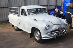 Standard Vanguard pick up at Donnington Park 09 - IMG 6101small