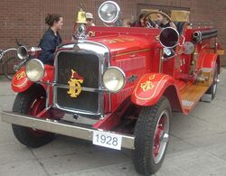 '28 American LaFrance Fire Truck (Byward Auto Classic)