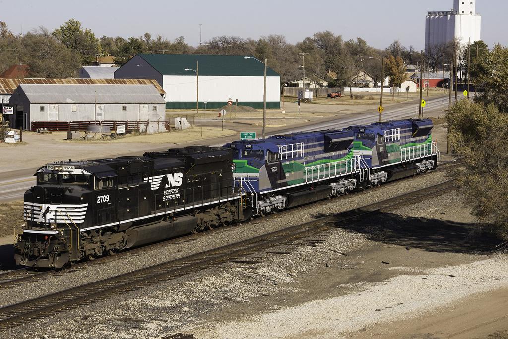 image emd sd70ace t4 demo units jpg trains and locomotives wiki rh trains and locomotives wikia com Union Pacific SD60M Locomotive History Sd60mac Locomotive