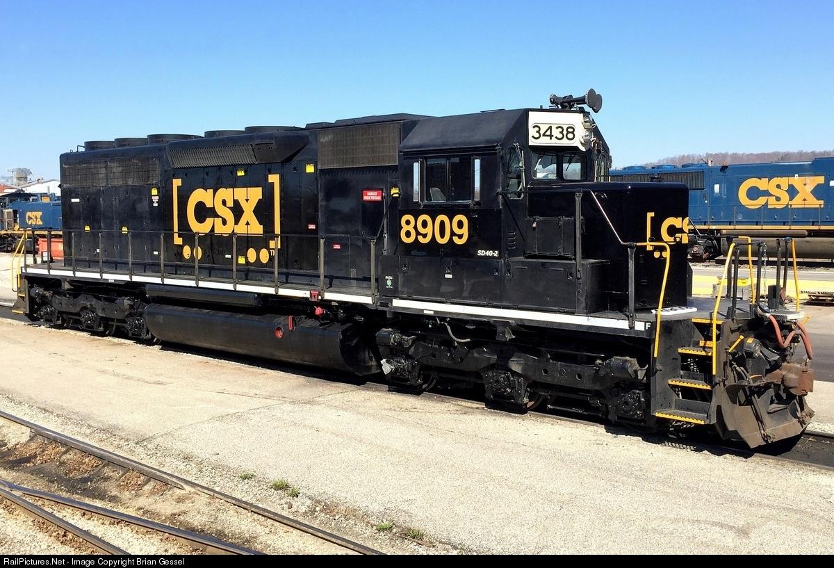 CSX (Ex NS-CR) SD40-2 8909 (3438).jpg