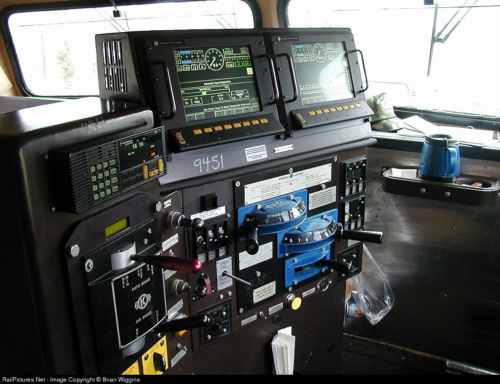 Image Ns Dash 9 Control Stand Jpg Trains And