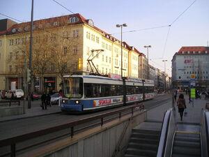 JP4104789Bahnhofplatz 2156