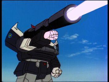 Prowl met het kanon van Megatron 2