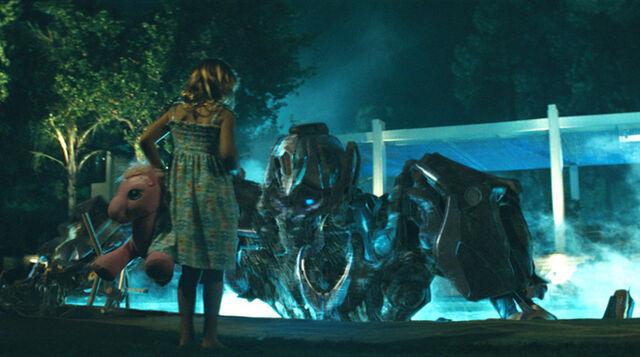 File:Movie-littlegirl&ironhide-film-pool.jpg