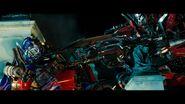 Dotm-optimusprime-film-sentinelprime-threatened