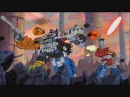 Optimus ja Wing Dagger ovat keskellä taistelua.