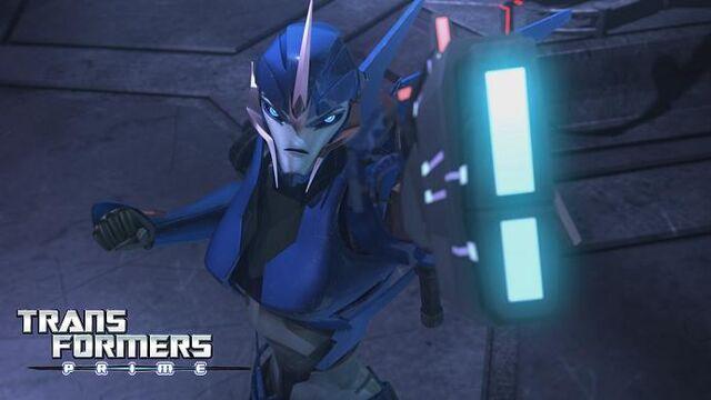 File:Prime-arcee-s01e**-blaster.jpg