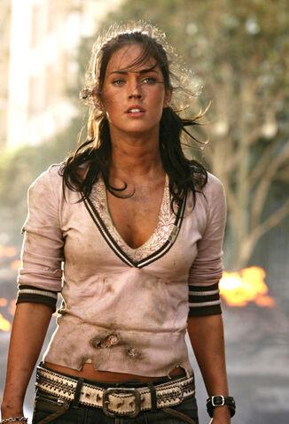 File:Movie MikaelaBanes.jpg