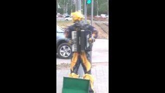 """Робот-трансформер жжет, """"виновата ли я"""", """"распрягайте, хлопцы, кони"""""""