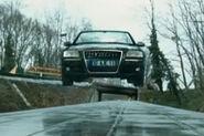 Transporter-3-trailer-Audi-A8-stunts-b