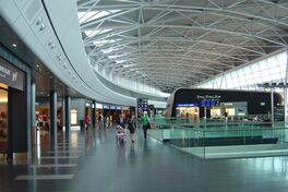 Interior del aeropuerto internacional
