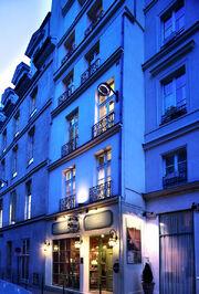 Hotel-charme-relais-louvre-facade-paris