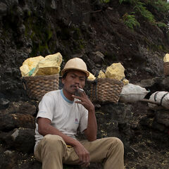 Sulphur miner having cigarette break near Ijen vulcano, Java, Indonesia