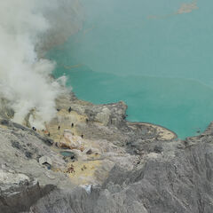 Crater lake and sulphur mine, Ijen vulcano, Java, Indonesia