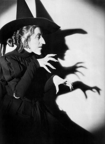 File:Wicked-witch-margaret-hamilton-11.jpg