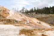 800px-Minerva Terrace-Yellowstone