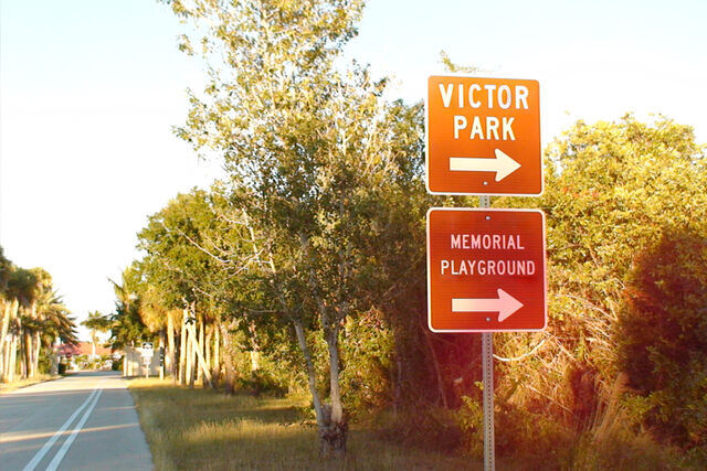File:VictorParkSign.jpg
