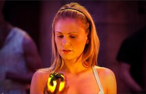 Sookie-light-fruit-true-blood-season-4-episode-1-shes-not-there-580x375