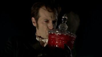3x09 -russell kisses talbot's remains in a jar