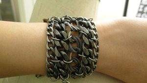 Armor-jewelry-black-metal-cuff-for-hbos-true-blood-profile