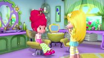 Lemon put a haircam on Strawberry's head