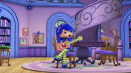 Blueberry is trying to play a guitar